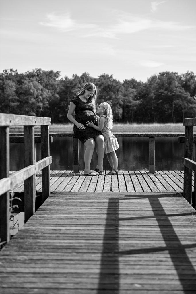 Moeder en kind door Corina Rodenburg | Fotografie met liefde